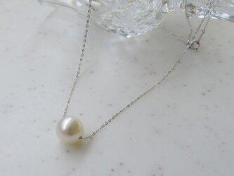 白蝶真珠のスル-ネックレス(K18WG)の画像