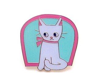 ピンバッジ「窓辺の猫」の画像