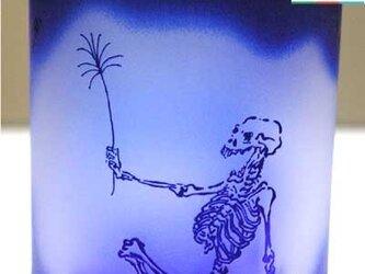 河鍋暁斎シリーズ 骸骨の花火見立て 瑠璃色(ロックグラス) 蕨ブランド認定商品 送料無料の画像