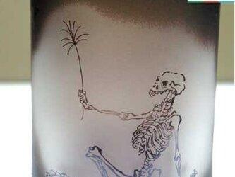 河鍋暁斎シリーズ 骸骨の花火見立て 紫色(こげ茶色に近い色)(ロックグラス) 蕨ブランド認定商品 送料無料の画像