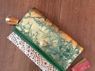 お洒落な革のカードケースの画像