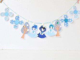 キラキラ・ブルーの森の3姉妹・青ずきんちゃんガーランドの画像