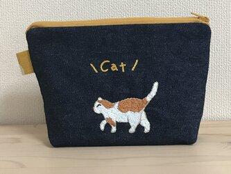 手刺繍の猫のポーチの画像