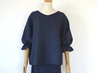 リネン・ふっくら袖の楽ちんブラウス・ネイビー系の画像