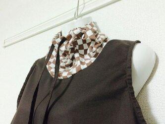 ノースリーブブラウス 茶系混合タイプ(衿・ポケット付き)の画像