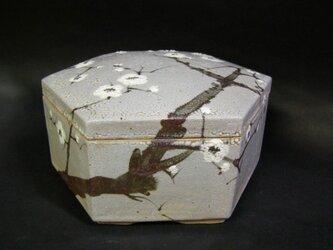 梅六角形陶箱の画像