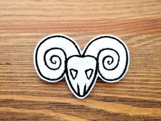 刺繍ブローチ 「シープスカル」の画像