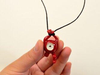 走る赤色の目玉(手縛られver)の画像