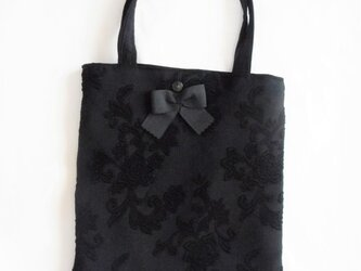 黒色膨ら織のトートバッグの画像