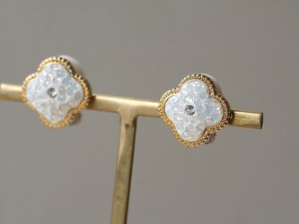 グルーデコ お花のイヤリング スワロフスキー ホワイトオパールの画像