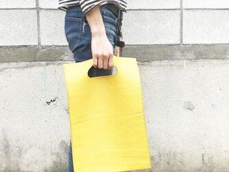 黄色い揉み革の本屋さんバッグ 雑誌サイズの画像