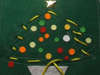 ひも通しのおけいこ(クリスマスツリー)の画像