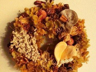 ハートナッツの秋リースの画像