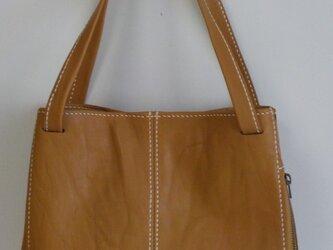 手縫い キャメル色シワ加工の革で出来たトートバッグの画像