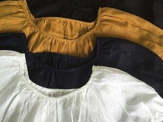 ふわり袖のリネンブラウス お色は4色 M~2L、3L~4L,5L~6Lの3サイズ プチオーダー可!の画像