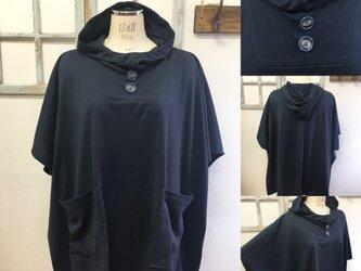 人気再販NEWバージョン  男女兼用❤️カットソー素材のポンチョ風五分袖パーカー(ネイビー紺)の画像
