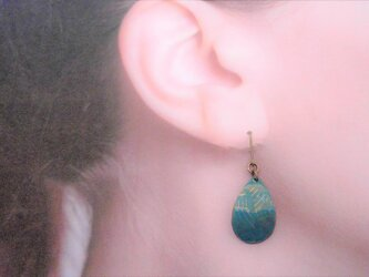 【イヤリング・アレルギー対応あり】紺戸色滴型金彩七宝耳飾の画像