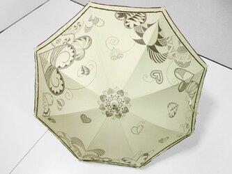 ハートがいっぱいな日傘(ベージュ色・ドット柄布付き)の画像