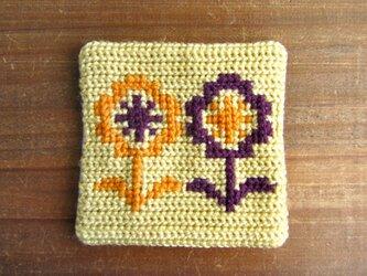 ツヴィスト刺繍のコースター 花 クリームイエローの画像