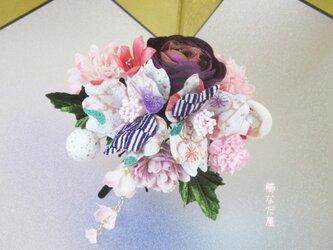 七五三 成人式 和装髪飾り 椿 ちりめん花 白紫 振袖 着物 ヘアクリップ 一点物の画像