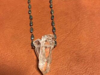 タンジェリン水晶クリスタルとメタルのネックレスの画像