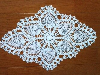 【CHIMI】手編みレースの敷物の画像