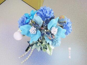 七五三 成人式 和装髪飾り 椿 ちりめん花 青 振袖 着物 ヘアクリップ 一点物の画像