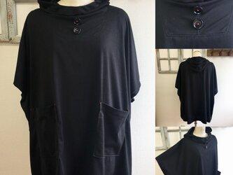 再販×2 NEWバージョン  男女兼用❤️カットソー素材のポンチョ風五分袖パーカー(黒)男女フリー L〜LLの画像
