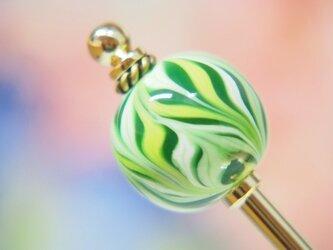 変形矢羽模様とんぼ玉のかんざし 緑の画像