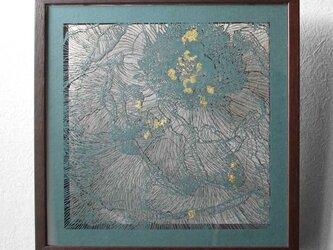 切り絵 牡丹 二枚重ね額縁 透明背景 青グレーと濃灰の色渋紙の画像