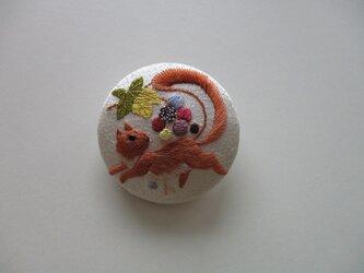 葡萄と栗鼠のブローチ シルバーの画像