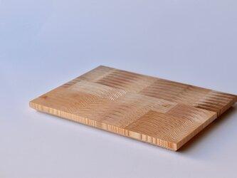 年輪を活かした国産杉のカッティンボード[Mサイズ]の画像