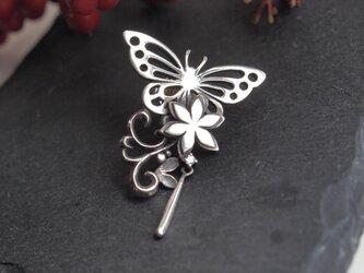 蝶とお花のブローチの画像