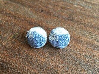 丸型 刺繍ビーズピアス  スモーキーブルーの画像