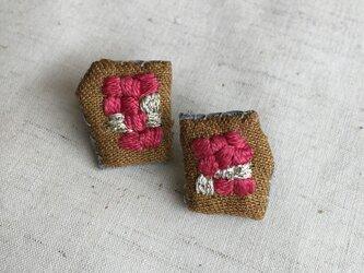 秋色 刺繍ピアス 市松模様 レッドの画像