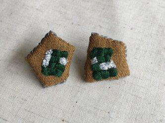 秋色 刺繍ピアス 市松模様 グリーンの画像