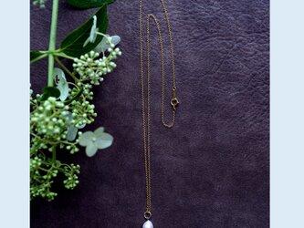 ドロップ真珠のセミロングネックレス ~Ynesの画像