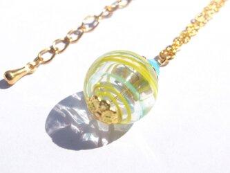 夏祭りのヨーヨーの様な黄色ストライプの吹きガラスのネックレス 小玉の画像