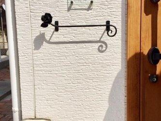 受注製作 国産☆アイアン薔薇のタオルハンガー 傘掛け ラック キッチン 鉄製タオルバー アンティーク調ローズ タオル掛け 洗面所の画像