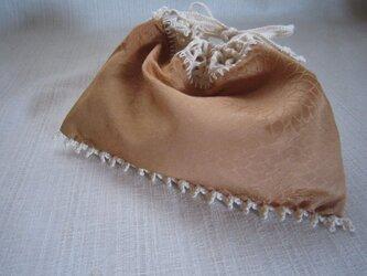 菊柄きもの地ふち編み巾着の画像