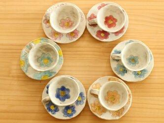 粉引きカラフルなお花のミニチュアカップ&ソーサー。の画像