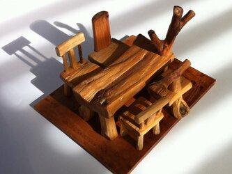 r流木のテーブルセットの画像