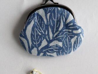 藍染がま口「ガジュマルの葉っぱ ゆれる」の画像