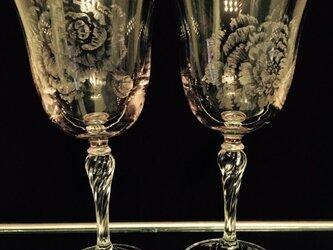 ピオニーのワイングラス・2種 〜手彫りガラス〜の画像