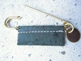 アクセサリーベロアレザーピンの画像