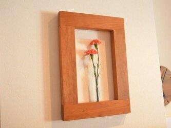 ☆季節の花や草木で壁を彩る一輪差し☆ フラワーフレーム(チェリー材)の画像