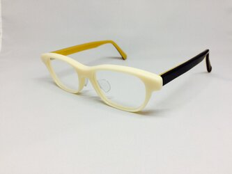 カスタードカラーのナチュラルメガネ(メガネフレーム)の画像