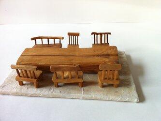 寄り合いテーブルの画像