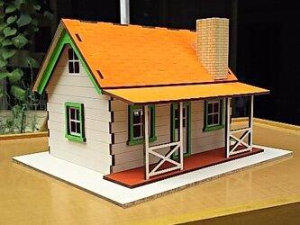 ミニチュアハウス塗装済完成品オレンジ屋根の画像