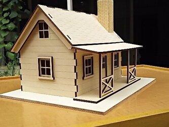 ミニチュアハウス完成品。無塗装。の画像
